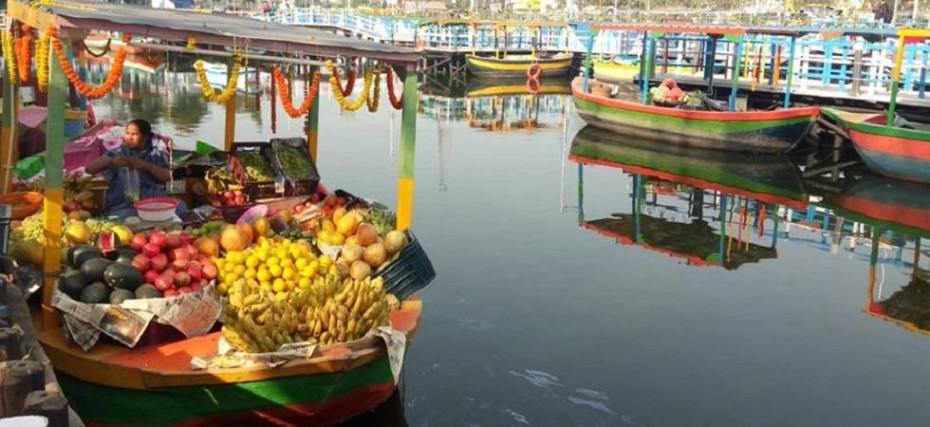 Patuli Floating Market: Shop while floating on water - News Nation ...