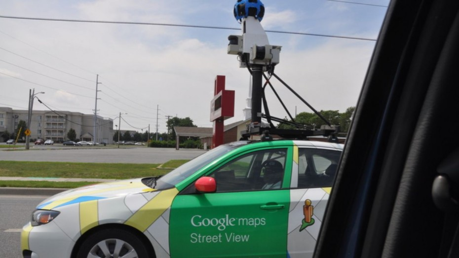 Google Maps Street View: Beach couple caught kissing in